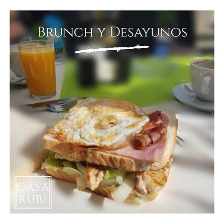 Seguimos con nuestros #desayunos, #brunch, #meriendas... ¡Nuestra cocina tiene horario interrumpido non-stop para que nos visites como y cuando quieras! 🍴😊 #gastronomia #restaurantesmalaga #fuengirola #malaga #andalucia #comerenmalaga #costadelsol #comidareal #mediterraneo #food