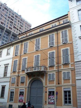 Palazzo Corso di Porta Romana 17: esterno