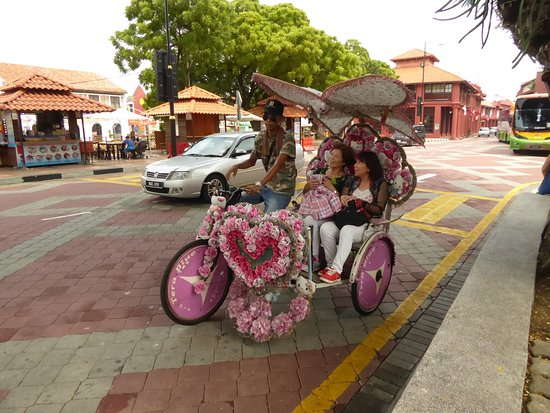 Malaysia: Malacca - I risciò locali. Molto, molto kitch.