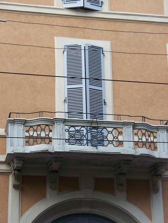 Palazzo Corso di Porta Romana 17: balcone