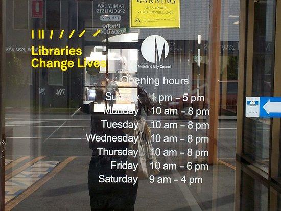 Glenroy, Австралия: Library Hours / Days