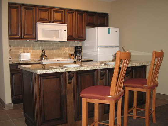 Carriage Hills Clarence Building Kitchen Island and Bar stools