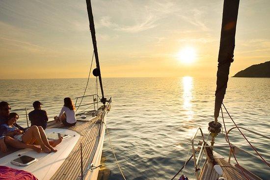 Gite giornaliere in barca a vela 12m nell' area Marina protetta della Masseta e di Porto Infreschi.