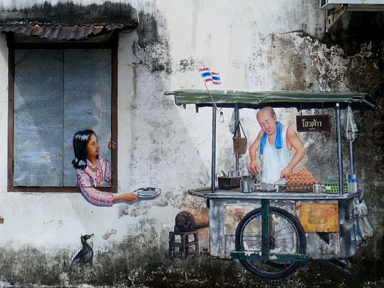 Mesto Phuket, Thajsko: Street Art ist eine der Attraktionen in Phuket Town, einer Stadt, die erstaunlicherweise von vielen westlichen Touristen links liegen gelassen wird. Dabei gibt es in Phuket Town viel spannendes zu entdecken: eine charmante Altstadt mit bunter sino-portugiesischer Architektur und netten Cafés, Märkte und Museen und noch einiges mehr.