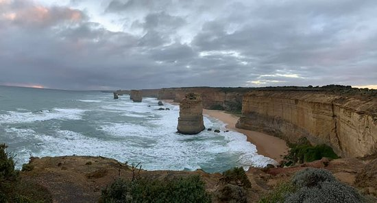Full-Day Great Ocean Road and 12 Apostles Sunset Tour from Melbourne: This is a view of the Apostles just before sunset.
