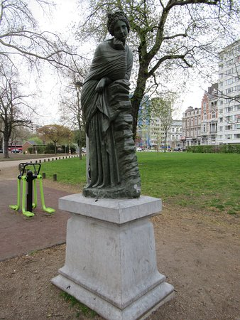 Statue Polymnie