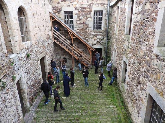 Marnhagues-et-Latour, Francia: Visite guidée du château.
