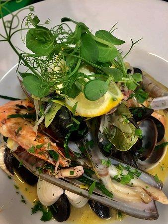 Fishkey Micro Brewery & Restaurant at The Woodlark Inn: Fresh fish from Cornish shores, steaks, chicken and more......