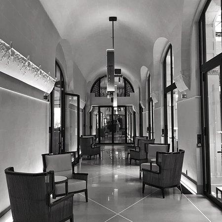 Le couloir entre le Saint-Germain et le bar Joséphine