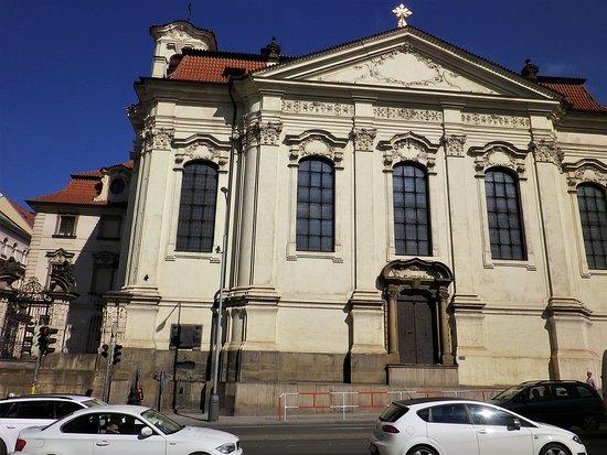 St. Cyril dan Katedral St. Methodius: Il fianco della Cattedrale ortodossa dei Santi Cirillo e Metodio, in Resslova, a Nové Město.
