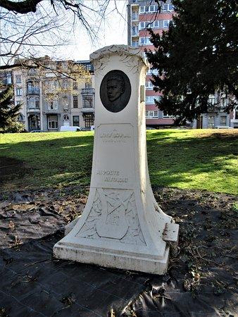 Stèle à Louis Boumal