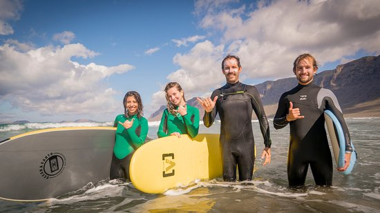 Lanzarote Surf School: group fun