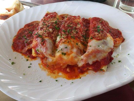 Dolce Vita Italian Restaurant: Love, love, love their homemade Baked Manicotti! Their Lasagna is a perfect 10 also!!