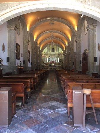 Es una parroquia pequeña, sin embargo en su interior se aprecia el gran trabajo de los indigenas Cocas.