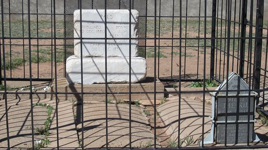 Old Fort Sumner Museum: BILLY'S FRIENDS GRAVES
