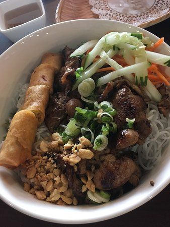 Vermicelli noodle bowl with pork and egg rolls (N4)