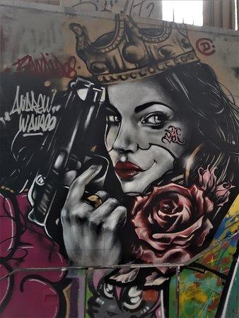 """Fresque """"La femme au révolver"""""""