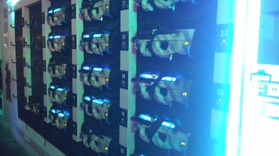 Waterloo, Belgia: Nos pistolets laser nouvelle génération : toute la technologie dans le pistolet, aucune combinaison à enfiler ✅