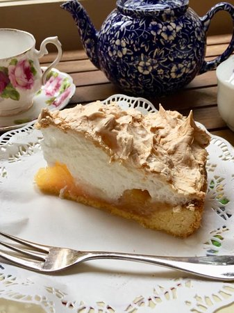 Lemon Meringue Pie - heavenly!