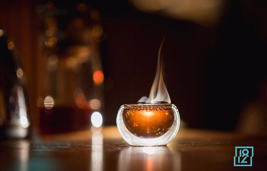 """Tea-Hookah House 1812: Чайно-кальянный дом """"1812"""" это атмосферное место с  с видом на сохранившуюся архитектуру Кёнигсберга. Мы предлагаем вкусные дымные кальяны с использованием только натуральных ароматизаторов и табака и настоящий чай напрямую с плантаций Китая весенних урожаев."""