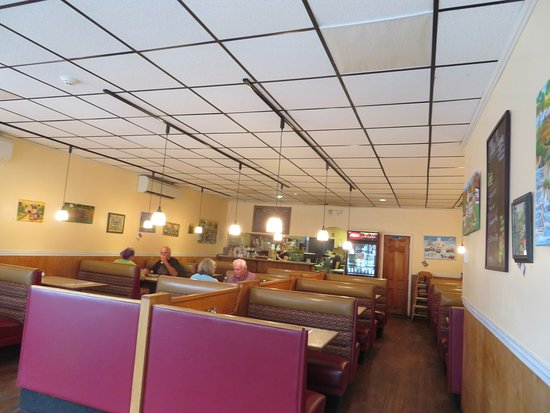 Dining area at Ollie's Pizza