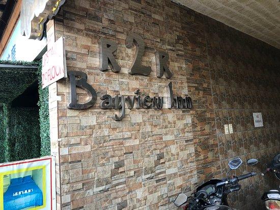 R2R Bayview Inn: Main entrance to the hotel