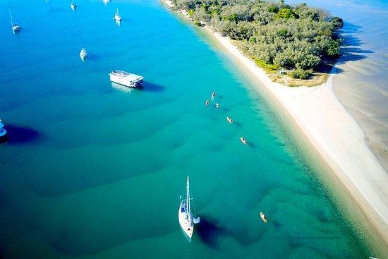 ゴールドコースト、サウス・ストラドブローク島、ウェイブ・ブレイク島でカヤック…