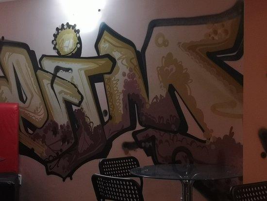 J&J Bar: Hip hop theme