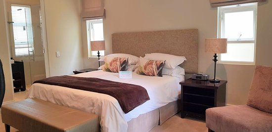 #6 King size bed - shower only on ground floor