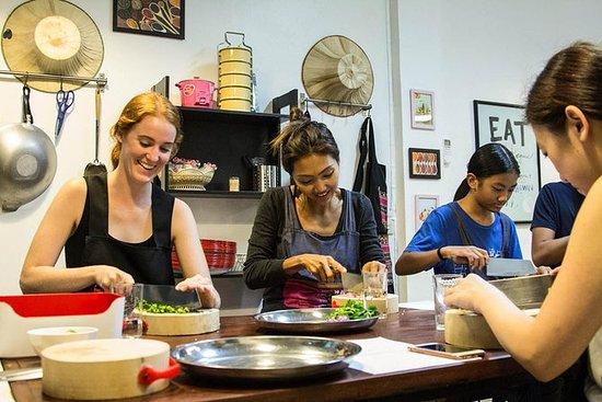 Half-Day Market Tour og Thai Cooking...