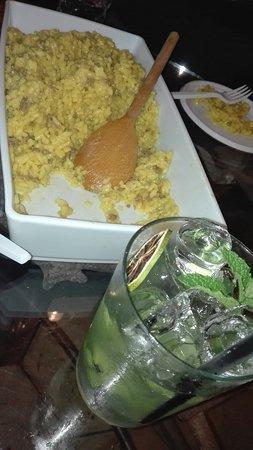 Locale Ventuno Bia: Risotto allo zafferano con salsiccia e mojito
