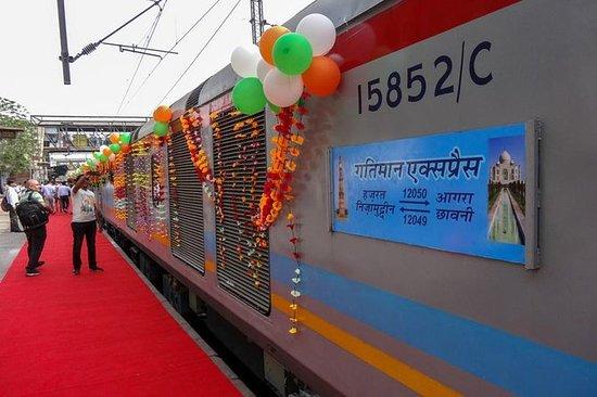 来自德里的Gatimaan火车私人泰姬陵阿格拉一日游