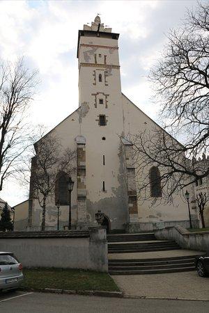 Kežmarok, mestečko pod Tatrami bohaté na pamiatky, na foto jedná z nich  BAZILIKA.