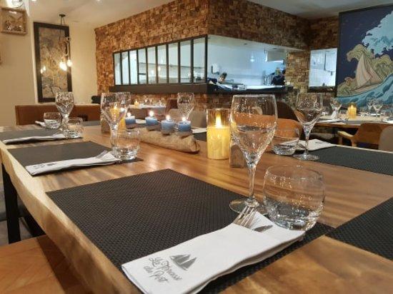 Marine de Saint Ambroggio, Francja: Notre Cuisine ouverte sur la salle
