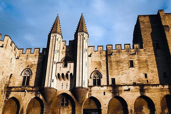 Klassisk gamleby Avignon fra romerne...
