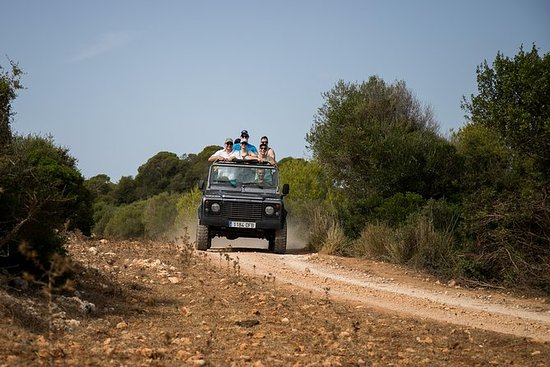 Safari in jeep al tramonto