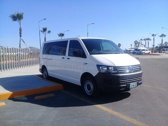 Transportes Turisticos Menaj: Unidades equipadas con GPS y amenidades incluidas.