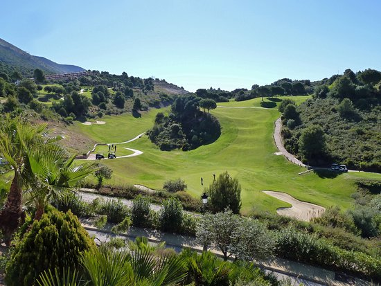 Alhaurín el Grande, España: View of 1st and 2nd holes from clubhouse