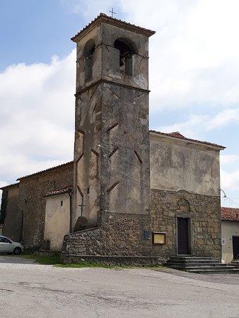 Serravalle Pistoiese, Itália: la chiesa vista dalla piazza