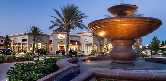 Brentwood, Kalifornia: There is a lot to do there is a movie theater and more