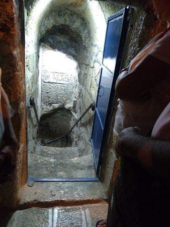 Tomb of Lazarus, Jerusalem - TripAdvisor