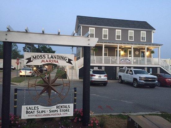 Washington, Carolina del Norte: Marina clubhouse and bathrooms