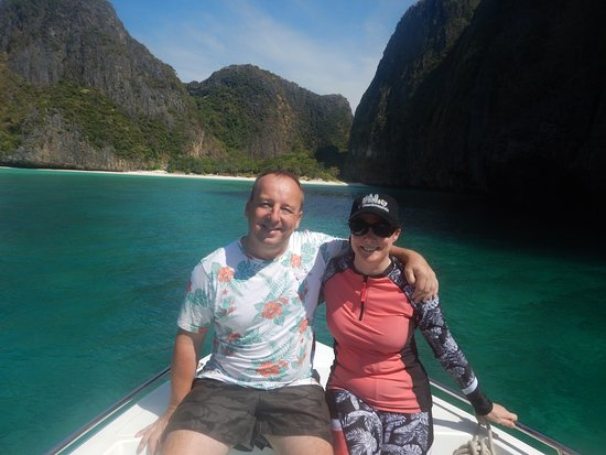 Phi Phi Islands Adventure Day Trip with Seaview Lunch by V. Marine Tour: Maya bay