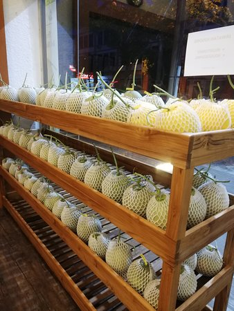 Souvenir fruits & cafe