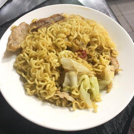 炒拉麵$80 健康輕食為主 吃來順口一口接一口