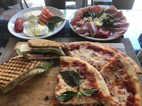 Caffe Palermo: Serving lunch and dinner