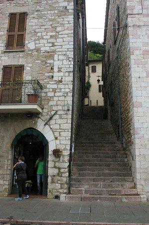 Escaliers étroits entre certains bâtiments!