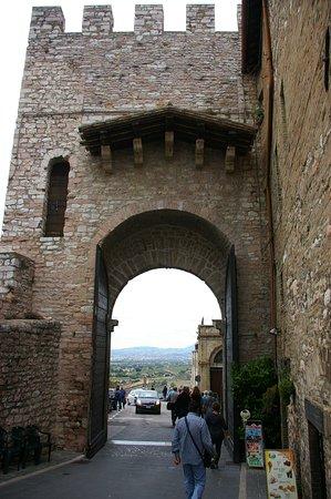 Une des portes de la vieille ville!