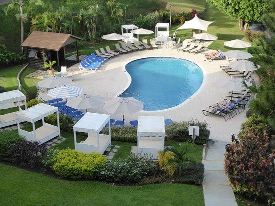 Bel Jou Hotel: lower pool area
