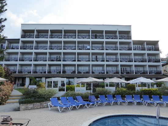Bel Jou Hotel: view looking up at the better rooms with sea views